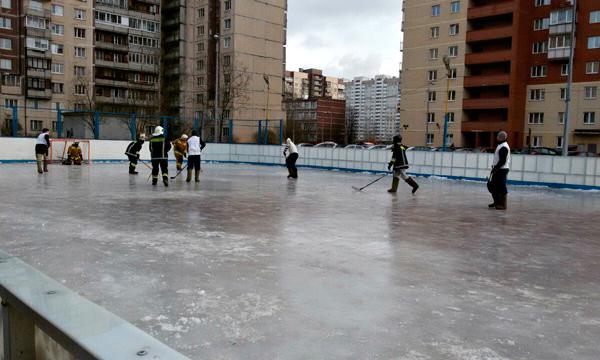 Санкт-Петербург — хоккей, валенки