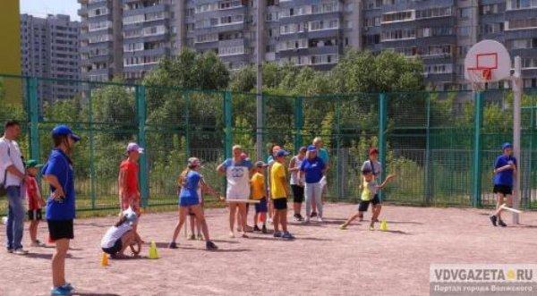 В Волжском, на спортплощадках во дворах работают пять опытных тренеров-преподавателей.
