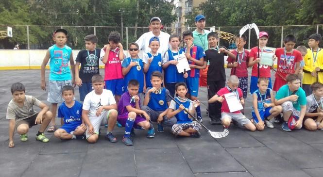Новосибирске прошли первые соревнования по флорболу.